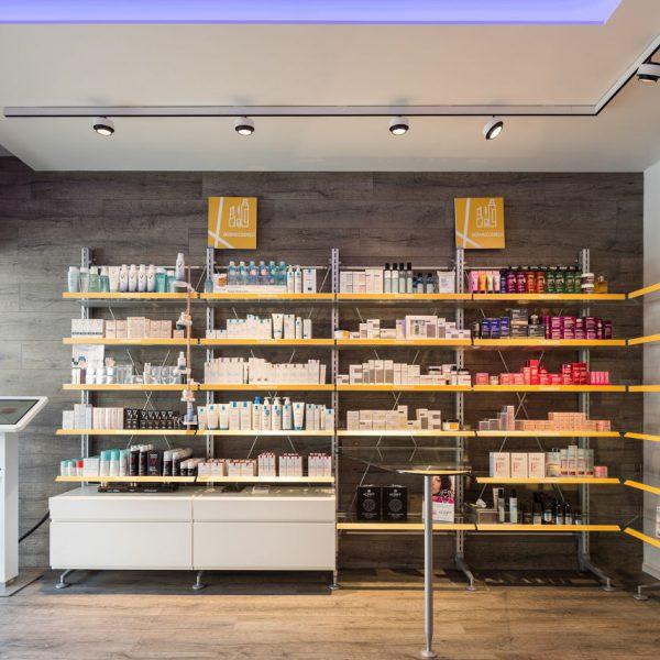 Farmacia Bocchetti, Comiso - espositori in ingresso