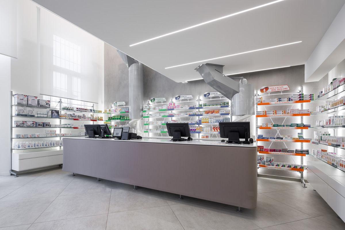 Farmacia comunale di ferrara di via naviglio for Kohl arredamenti farmacie