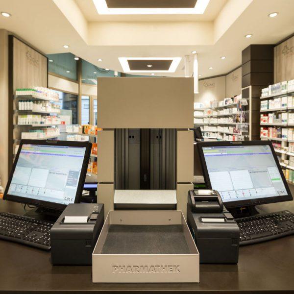 Farmacia Manzoni di Milano - uscita farmaci robotizzata