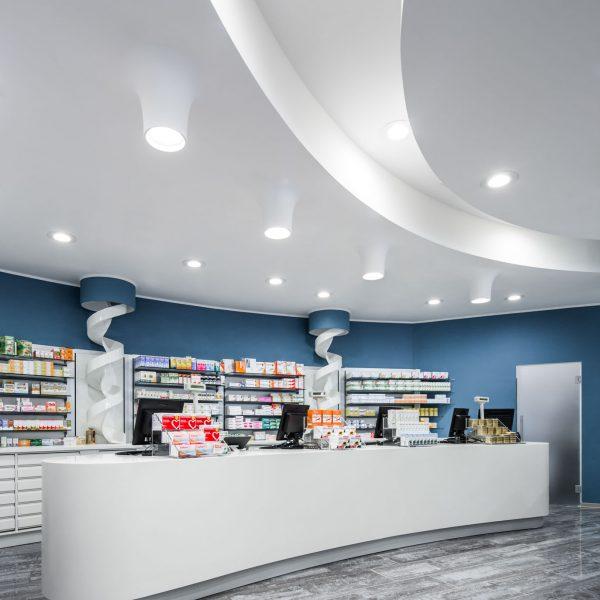 Farmacia Pesenti, Milano - bancone e controssoffitto