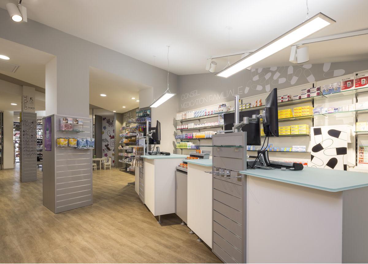 Farmacia besquet realizzazioni th kohl for Kohl arredamenti farmacie