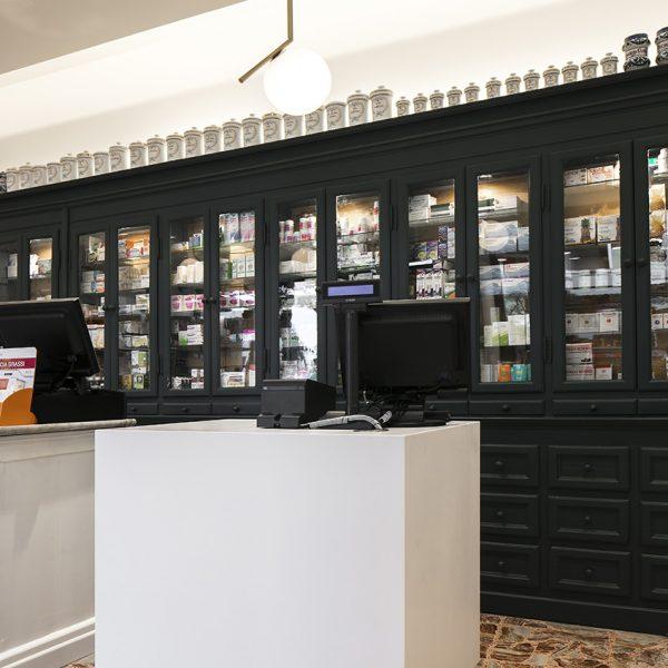 Farmacia Internazionale Storari, Gardone Riviera (BS) - banchetto secondario