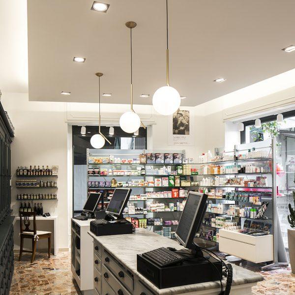 Farmacia Internazionale Storari, Gardone Riviera (BS) - bancone
