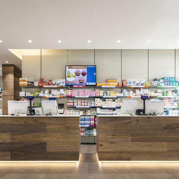 Farmacia del Sole, Bologna - bancone e robot
