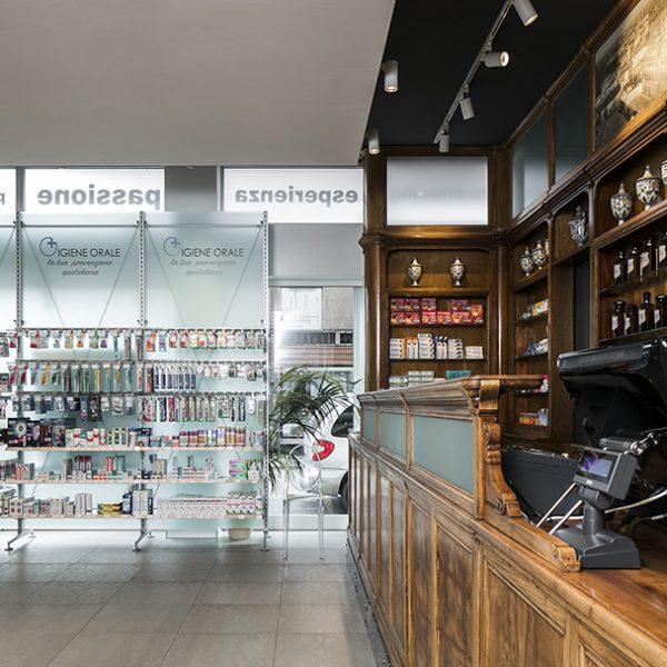 Farmacia Ariis, Udine - bancone storico