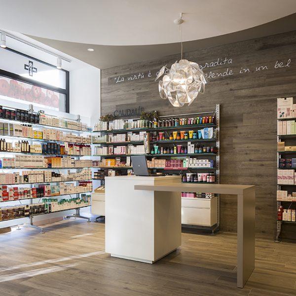 Farmacia Sant'Anna di Idro (BS) - banchetto informativo