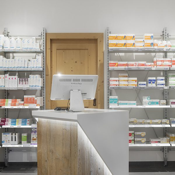 Farmacia Apoteca Corvara - banchetto informativo